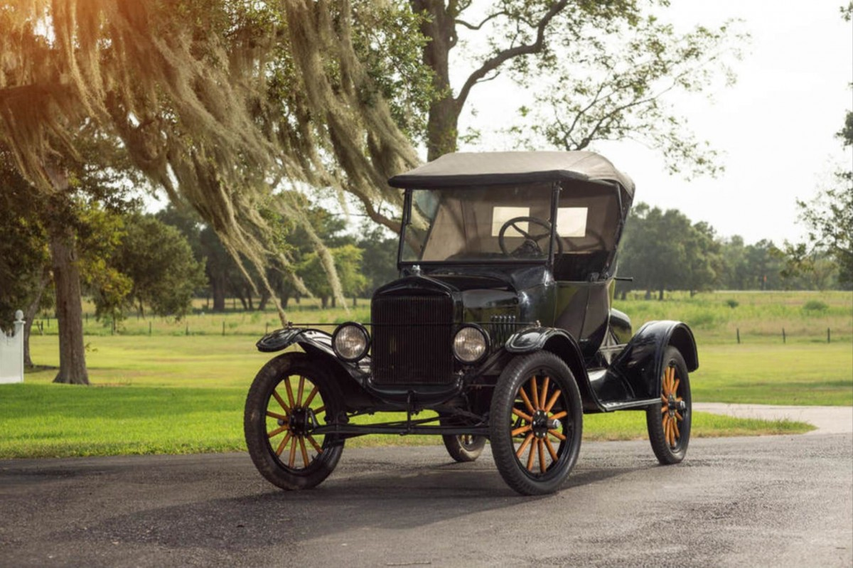 Ford-Model-T-Roadster-1-1200x799