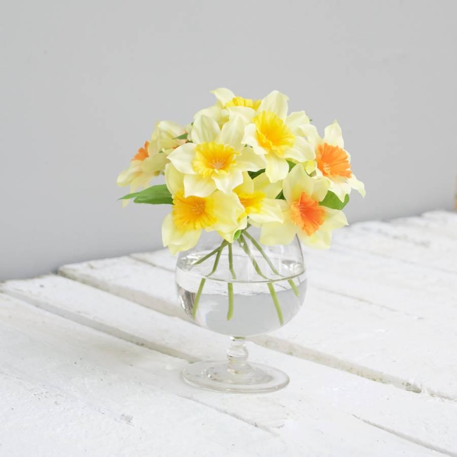 original_artificial-daffodils-in-glass-vase