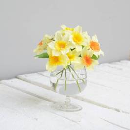 original_artificial-daffodils-in-glass-vase